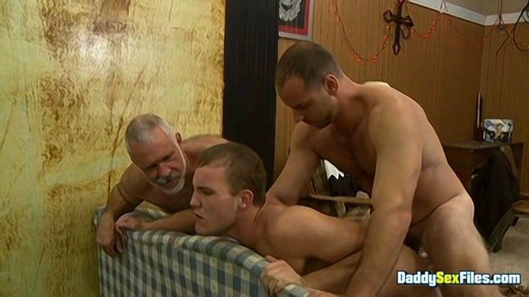 Daddy Threeway with Young Lad Taking Thick Tools