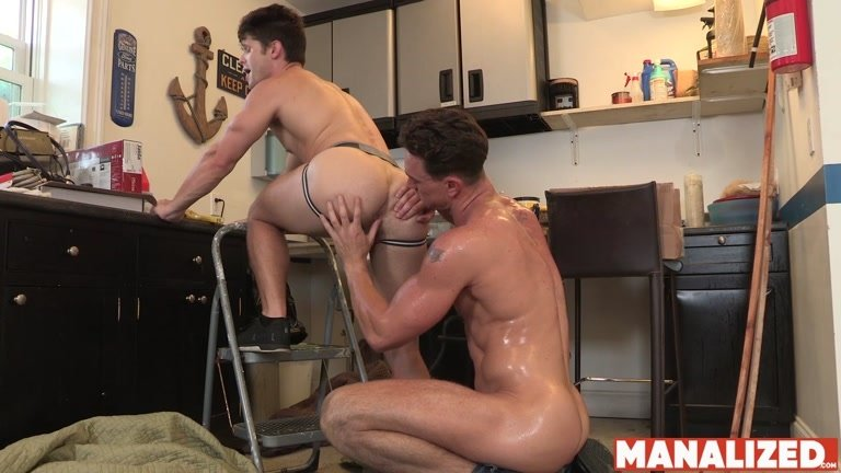 Home Owner Takes Repairman's Huge Dick in Kitchen