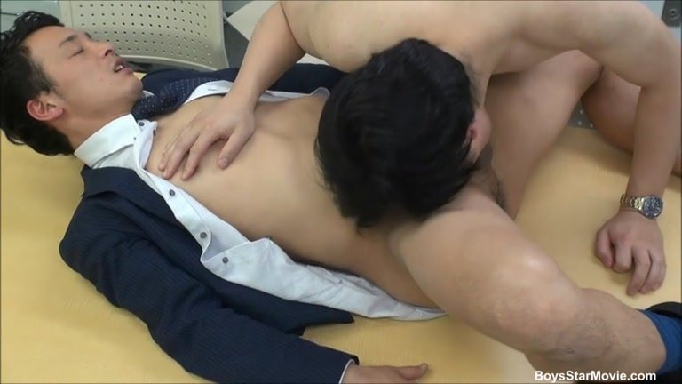 Japanese Guy Gives Head At The Office - Gaydemon-5104