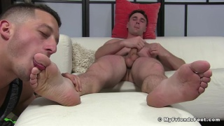 guy on spring break gets his size 11 feet worshipped