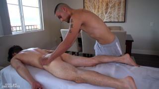 Ollie Versace's bottom session at Guys in Sweatpants