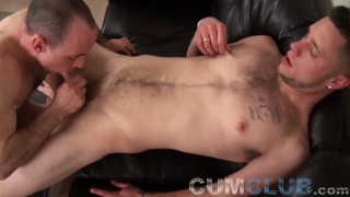Two hot straight men blow each other