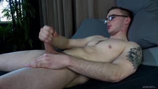 guy wears his glasses during his jack-off session