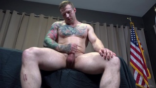 muscle hunk jacks off with his tattooed arm