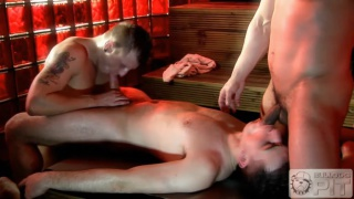 3 guys fuck in steam room