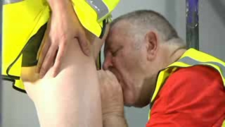 daddy loves sucking off younger guys