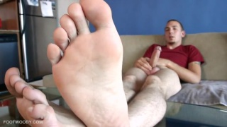 8 inch uncut Italian shows feet