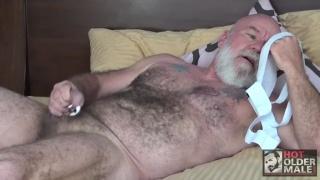 partouze entre seniors gay baise sous la douche