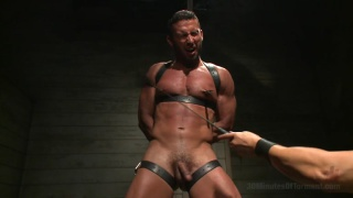 Latin hunk Diego Vena subs at 30 minutes of torment