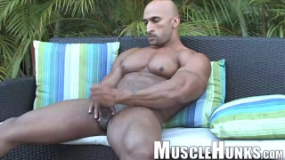 Now That's a Bodybuilder - Rico Cane