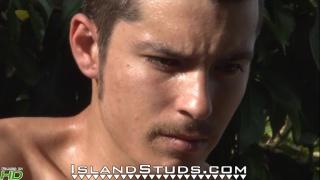 mexican boxer Silva at Island Studs