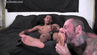 Dwayne cums on his feet at foot hound