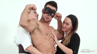 Ennio Guardi gets serviced by women at Maskurbate