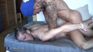 Pablo Bravo fucks a bottom boy at Citebeur