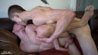 Hoss Kado & Greyson Lane fucking at Guys in Sweatpants